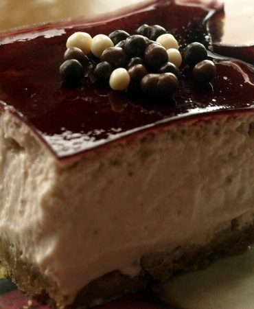 Strawberry Cheesecake with Red Wine Jelly